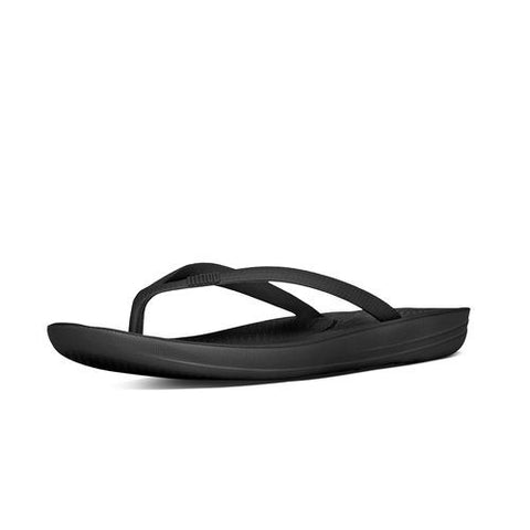 IQUSHION SUPER-ERGONOMIC TOE-THONG SANDALS ALL BLACK