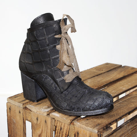 Papucei Suzanah Damen Stiefelette in black grid