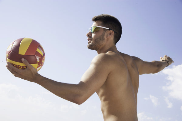 You're doing it wrong - tips for wearing sunglasses on the beach
