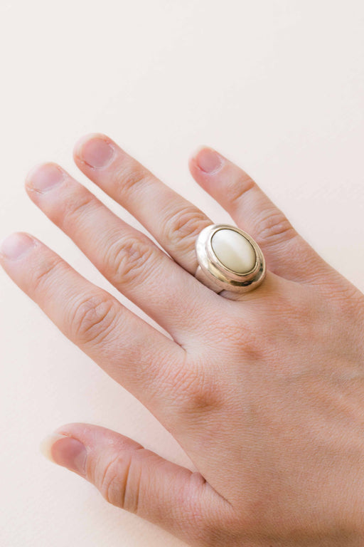 Sterling Mother of Pearl Ring - Size 6