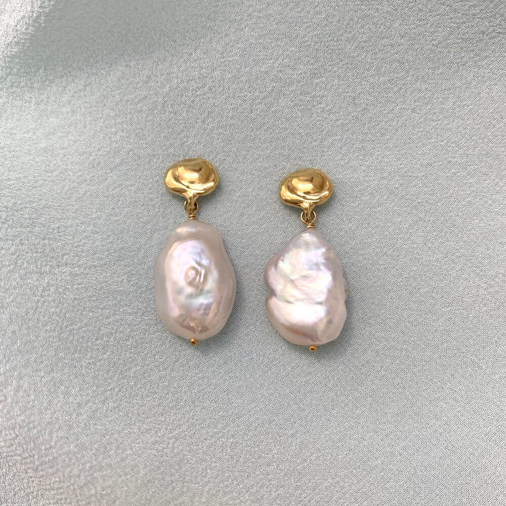Goldeluxe - Cloud Earrings With Baroque Pearl