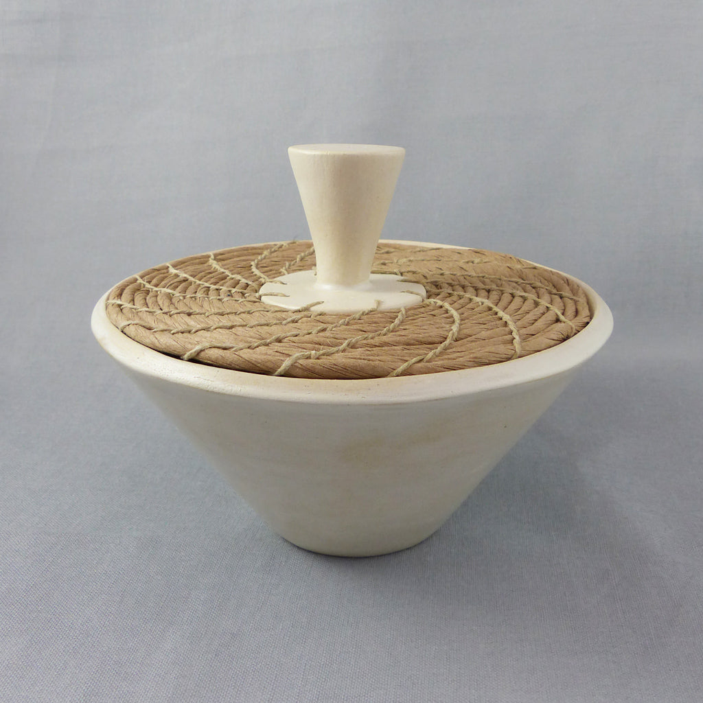 Coiled Pot,Burnished Earthenware, with Lid (White/Tan)