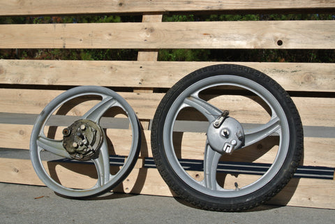 Vespa 3 Star Swoopy Grey Mag Wheel Set - Used