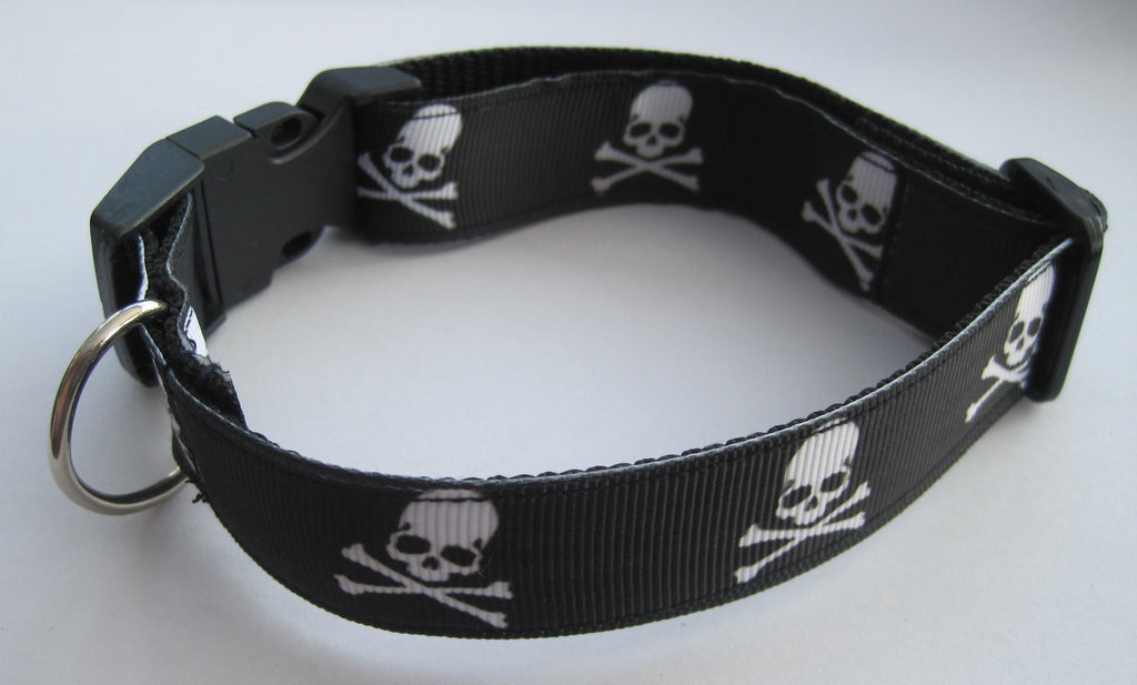 Skull & Cross Bones themed handmade dog collar with a black buckle. 4 sizes available - Tilly Bees