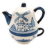 Ceramic Salt and Pepper Shakers: Tea Cup/Pot - OktoberfestHaus.com  - 3