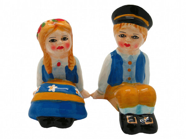 Swedish Gift Salt and Pepper Shakers Sitting - DutchGiftOutlet  - 1