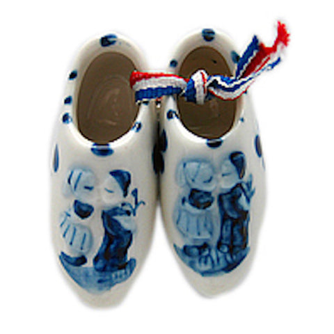 Ceramic Wooden Shoes Magnet Embossed Kiss - DutchNovelties  - 1