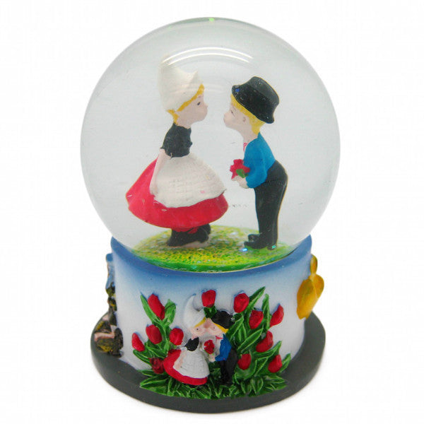 Snow Globes From Around The World: Dutch Kiss - DutchNovelties  - 1