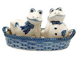 Frogs Salt and Pepper Shakers: Frogs/Basket - ScandinavianGiftOutlet  - 1