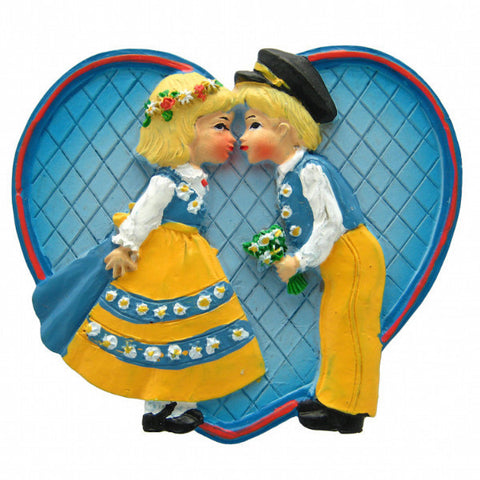 Party Favor Kitchen Magnet Swedish Kissing Couple - ScandinavianGiftOutlet  - 1