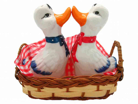 Animal Salt and Pepper Shakers Ducks Basket - ScandinavianGiftOutlet  - 1
