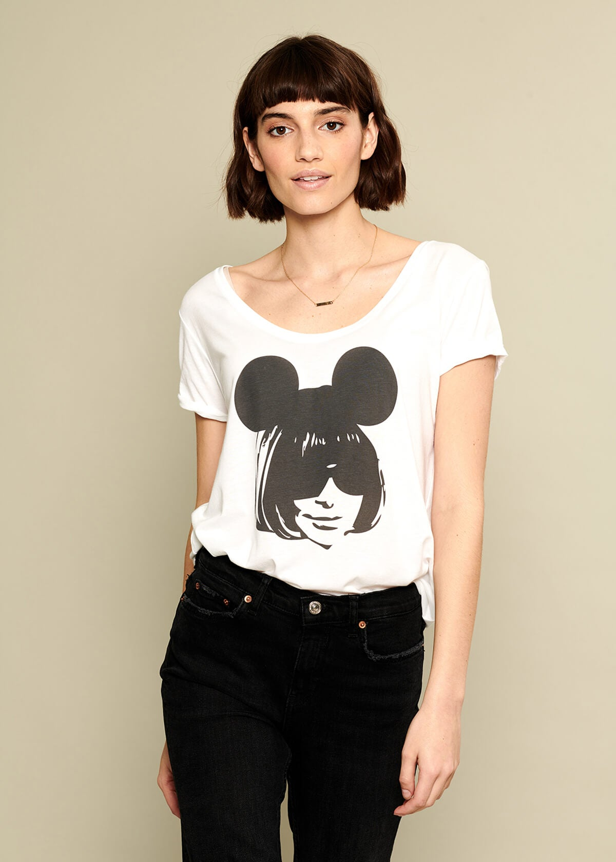 Valerie - V-neck Tee - Anna Mouse - White