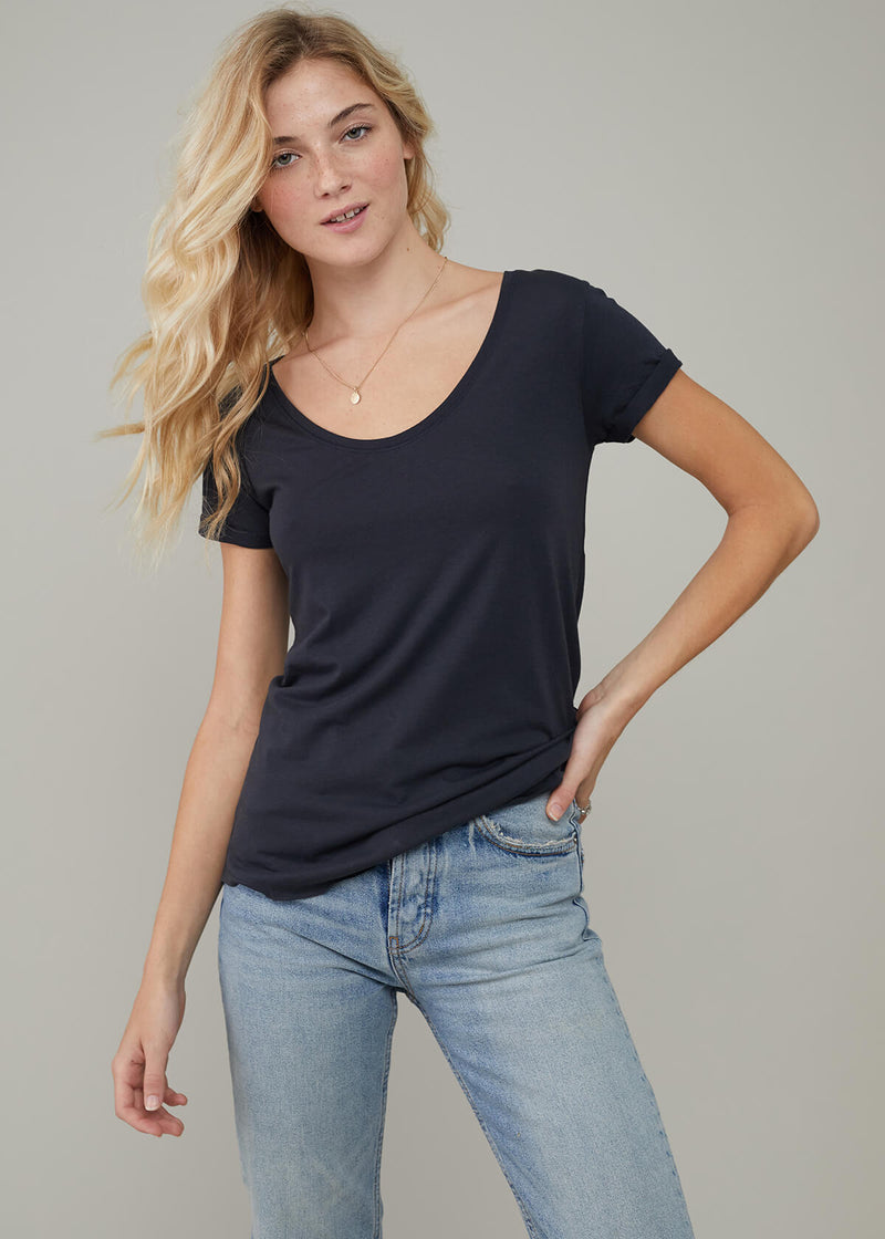 Valerie - Basic V-neck Tee - Smoke Black
