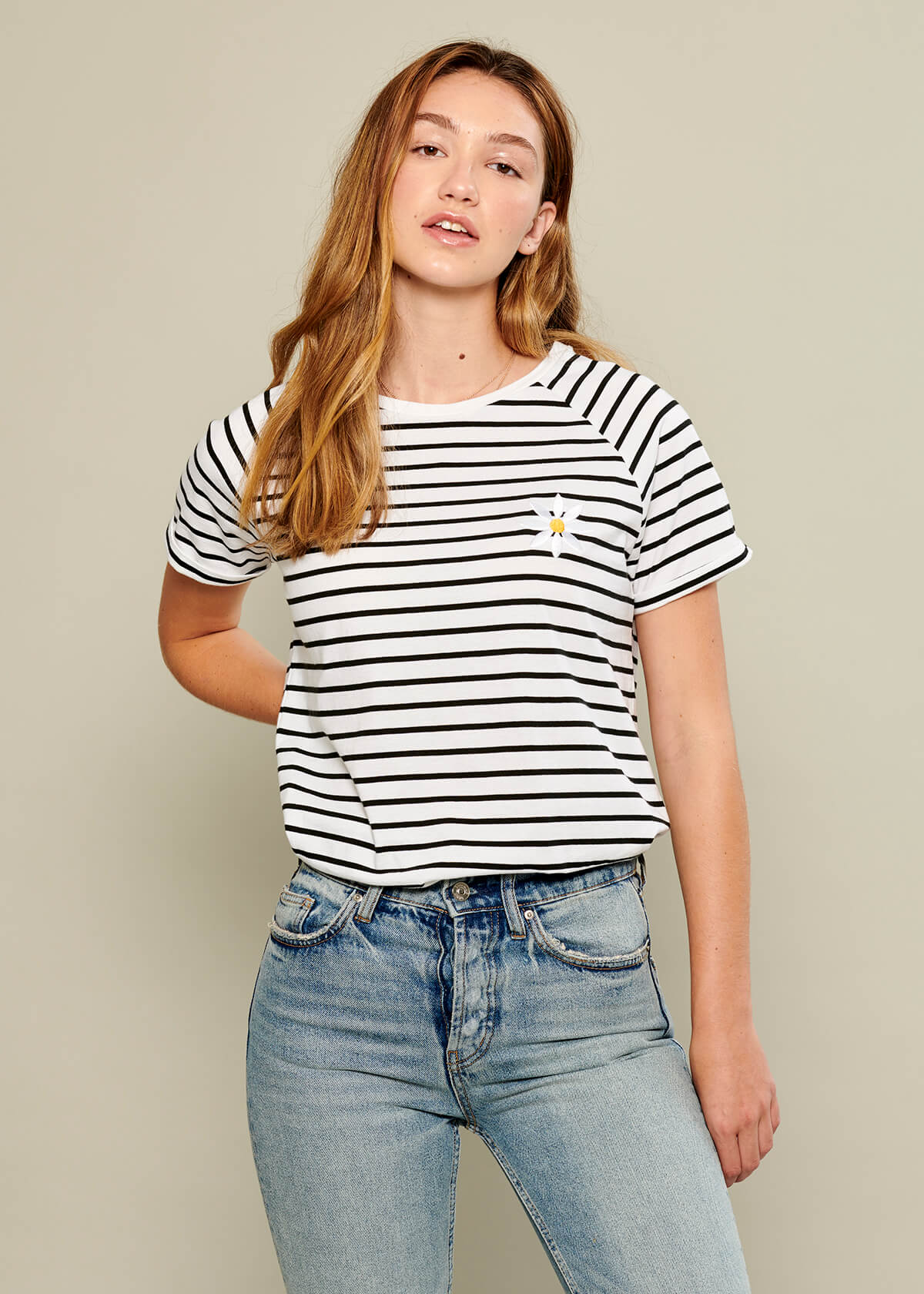Jackie - Raglan Sleeve Tee - Daisy - White and Black