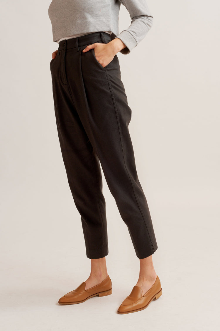 Women's Pleated Pant Charcoal Melange