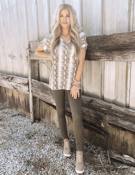 Slouchy Boyfriend Tee in Snake - Enclothe Boutique