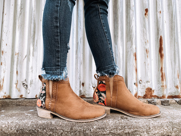 Vintage Embroidered Booties in Brown - Enclothe Boutique
