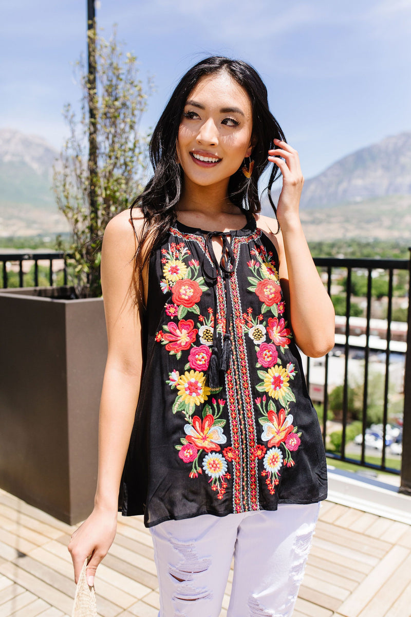 Daisies & Dahlias Embroidered Top - Enclothe Boutique