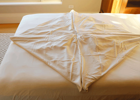 Two Foolproof Ways To Fold A Fitted Sheet