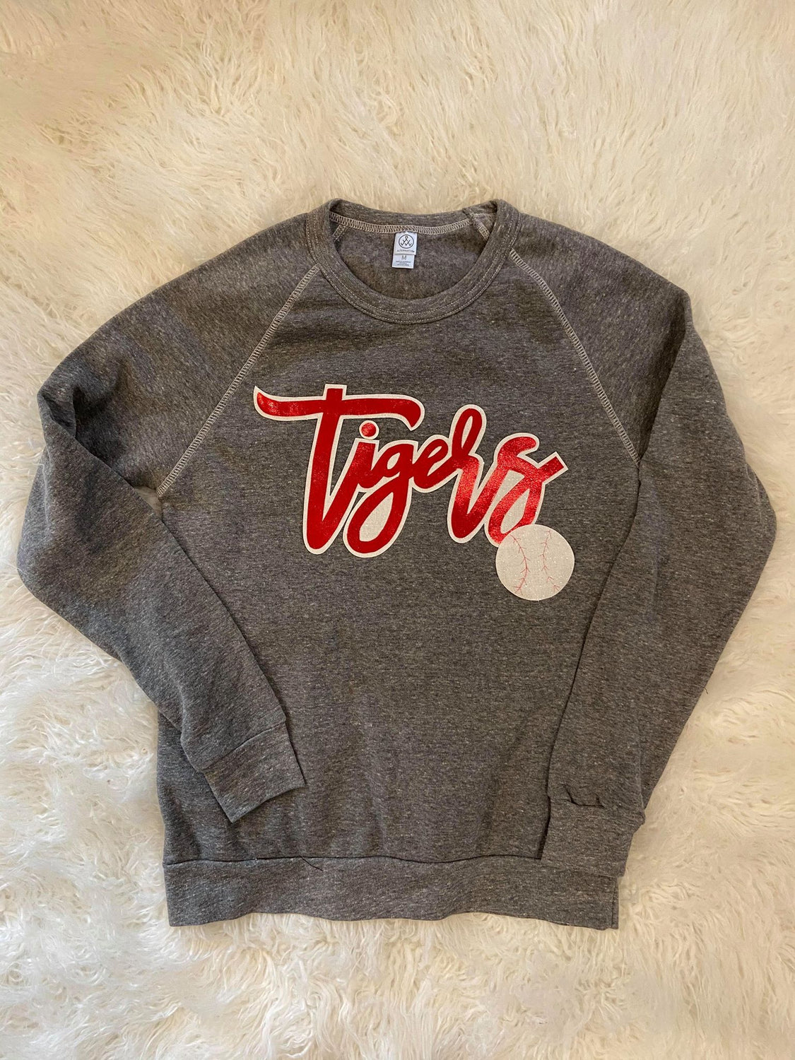 CURSIVE TIGERS FLEECE CREW
