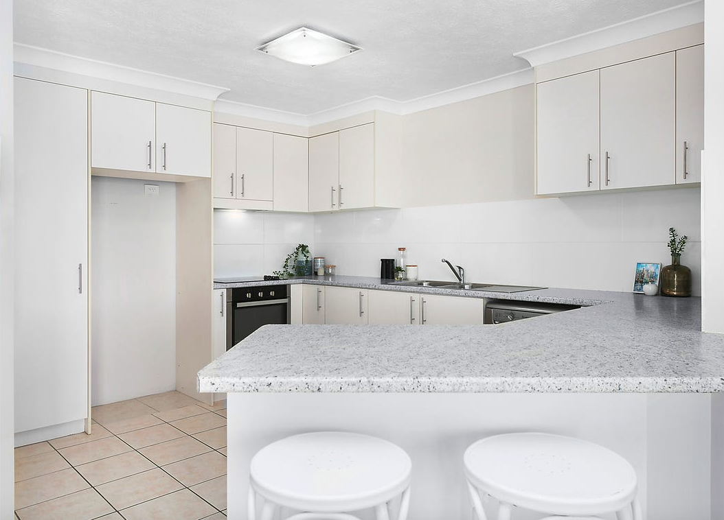 property-styling-nsw-kingscliff-kitchen-decor.png