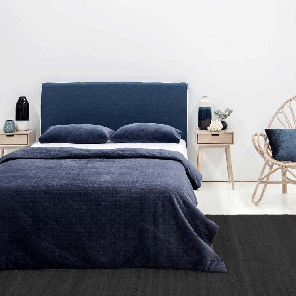 colour-trend-2020-ink-blue-bedroom.jpg
