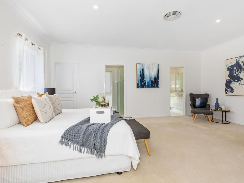 sell-your-home-fast-tips-property-staging-internal-main-bedroom-styling