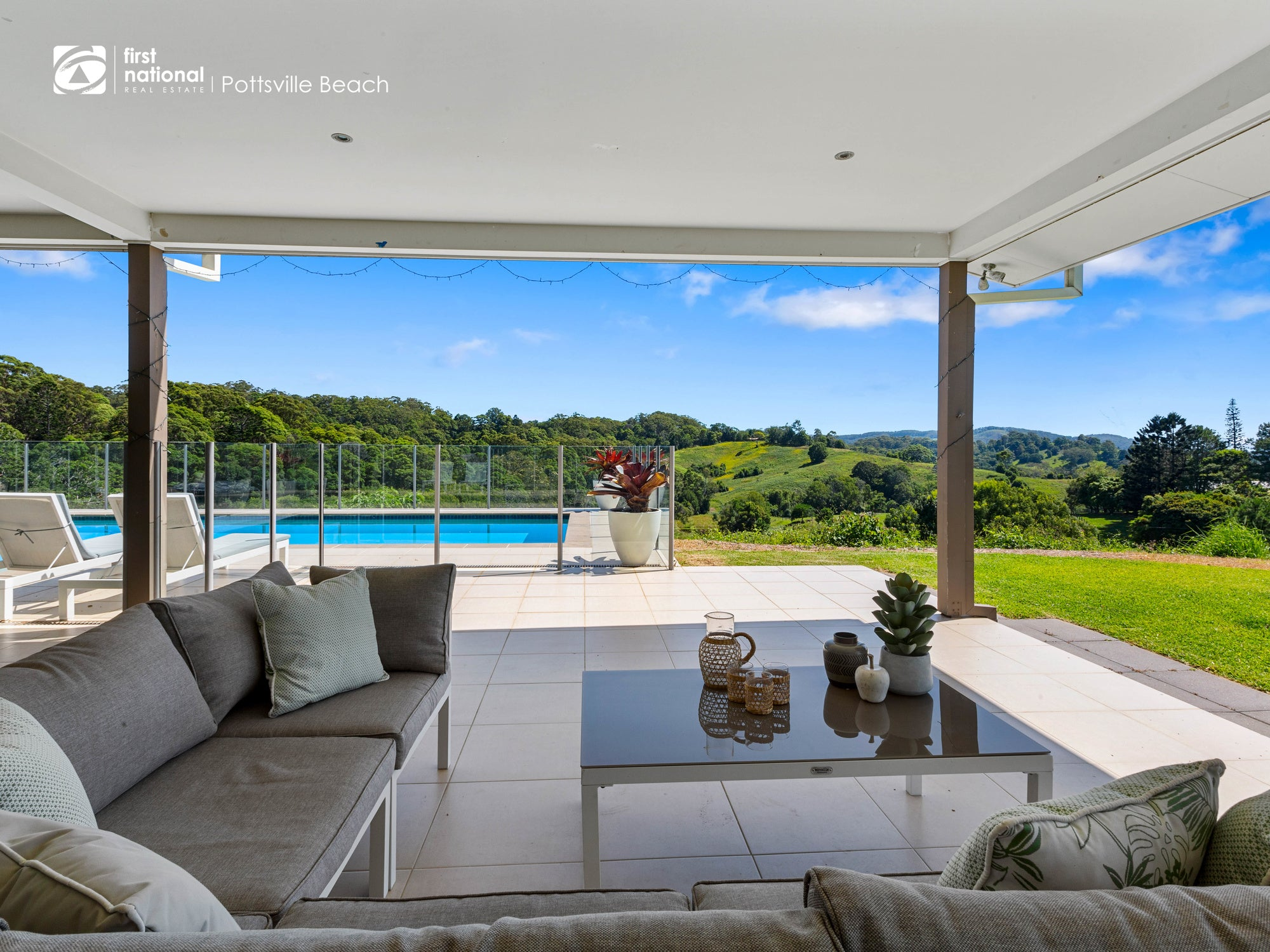 property-styling-cudgera-creek-outdoor-sofa-styling
