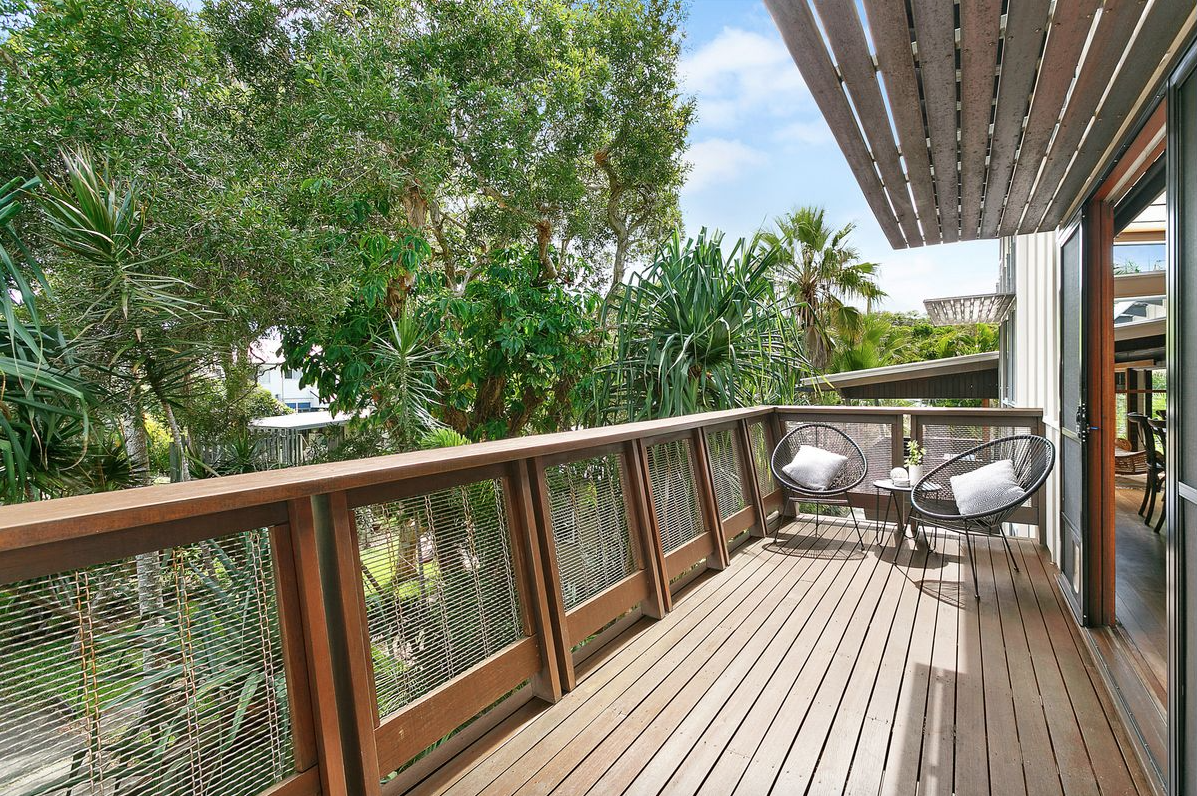 property-styling-fingal-head-nsw-outdoor-pool-side