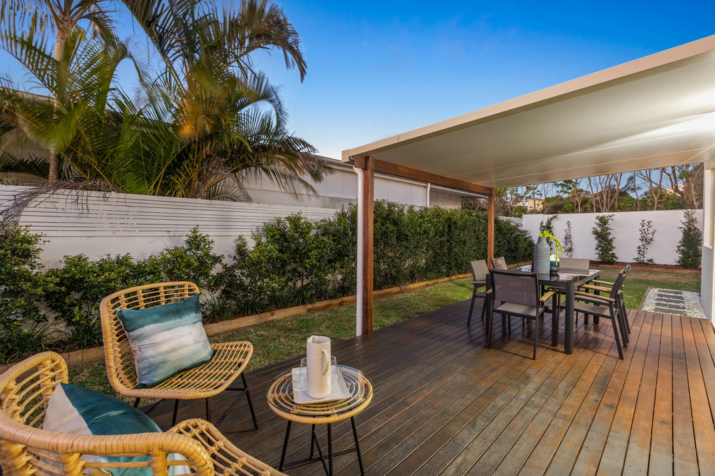 property-styling-for-sale-kingscliff-outdoor-dining-area