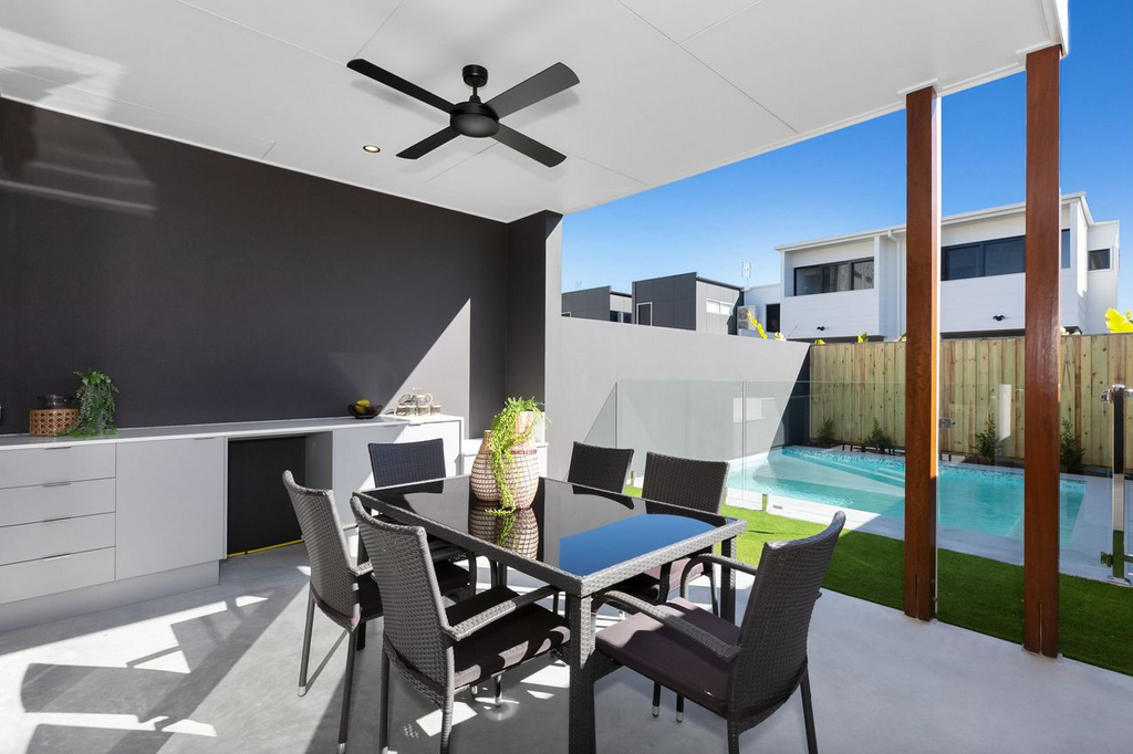 property-styling-for-sale-kingscliff-outdoor-dining