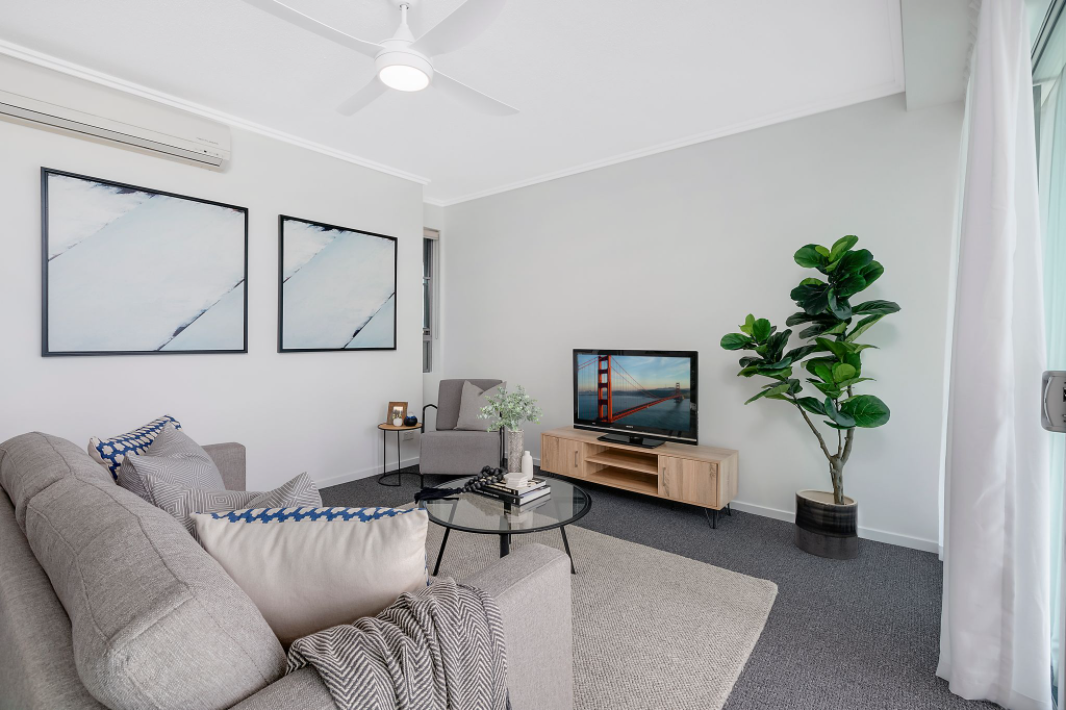 property-styling-for-sale-robina-qld-living-room-style