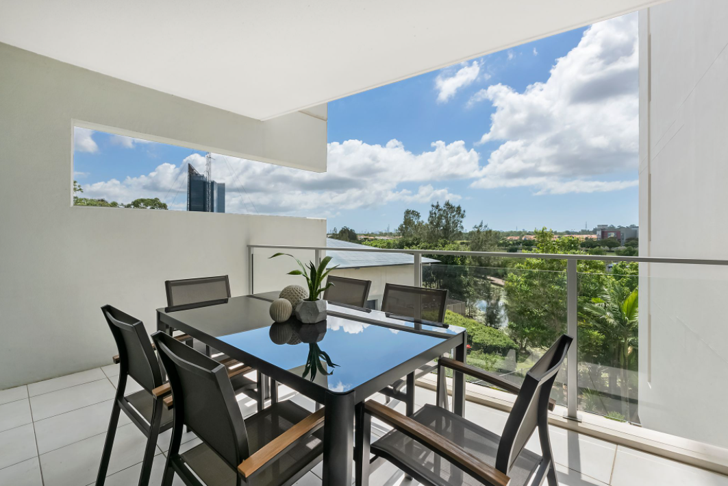 property-styling-for-sale-robina-qld-outdoor-dining-space