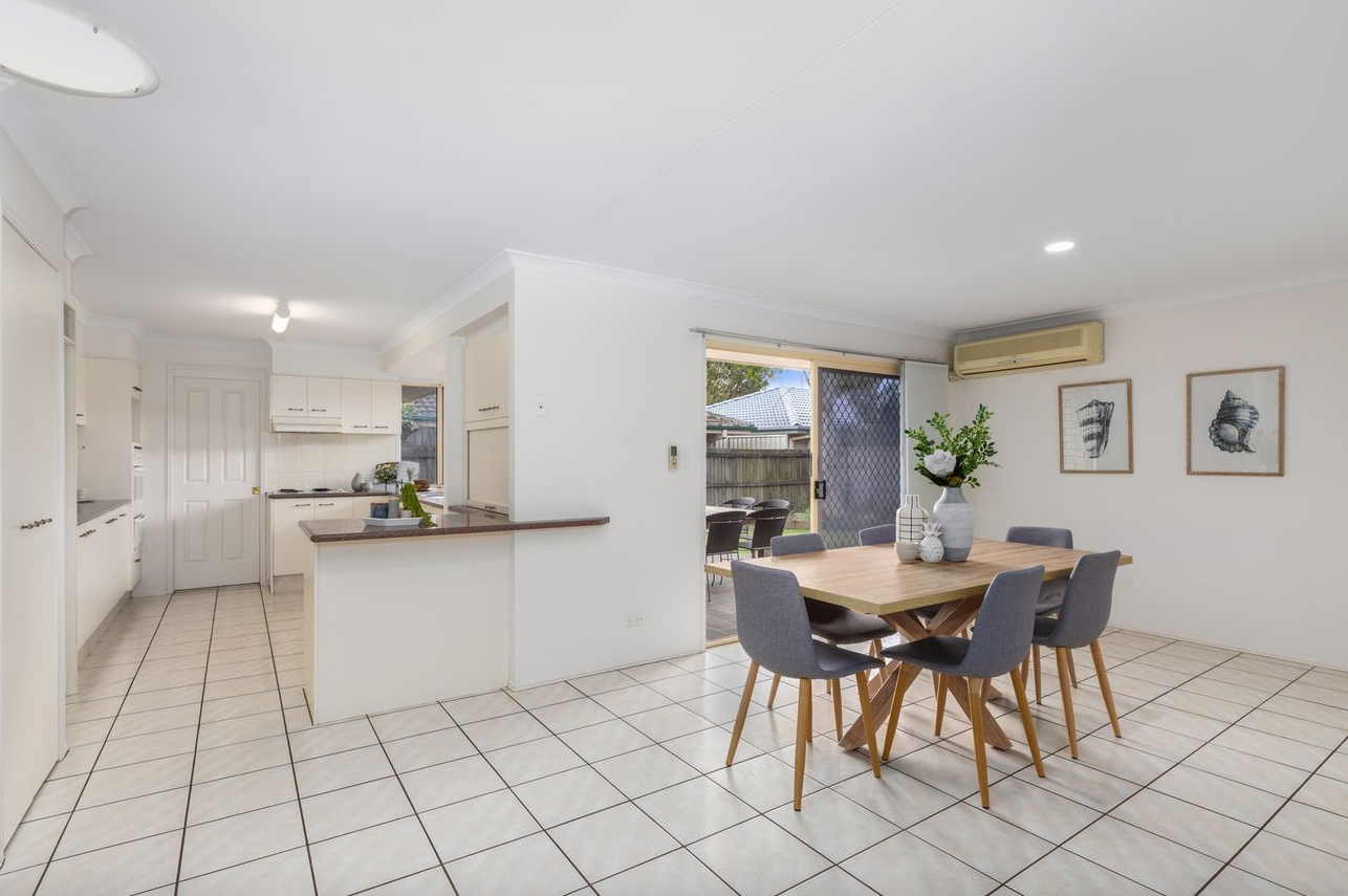 tweed-coast-property-styling-cabarita-dining-kitchen-style