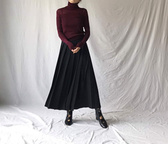 Maxi Pleated Skirt in Black (72,000원)