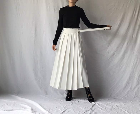 Maxi Pleated Skirt in Off White (72,000원)