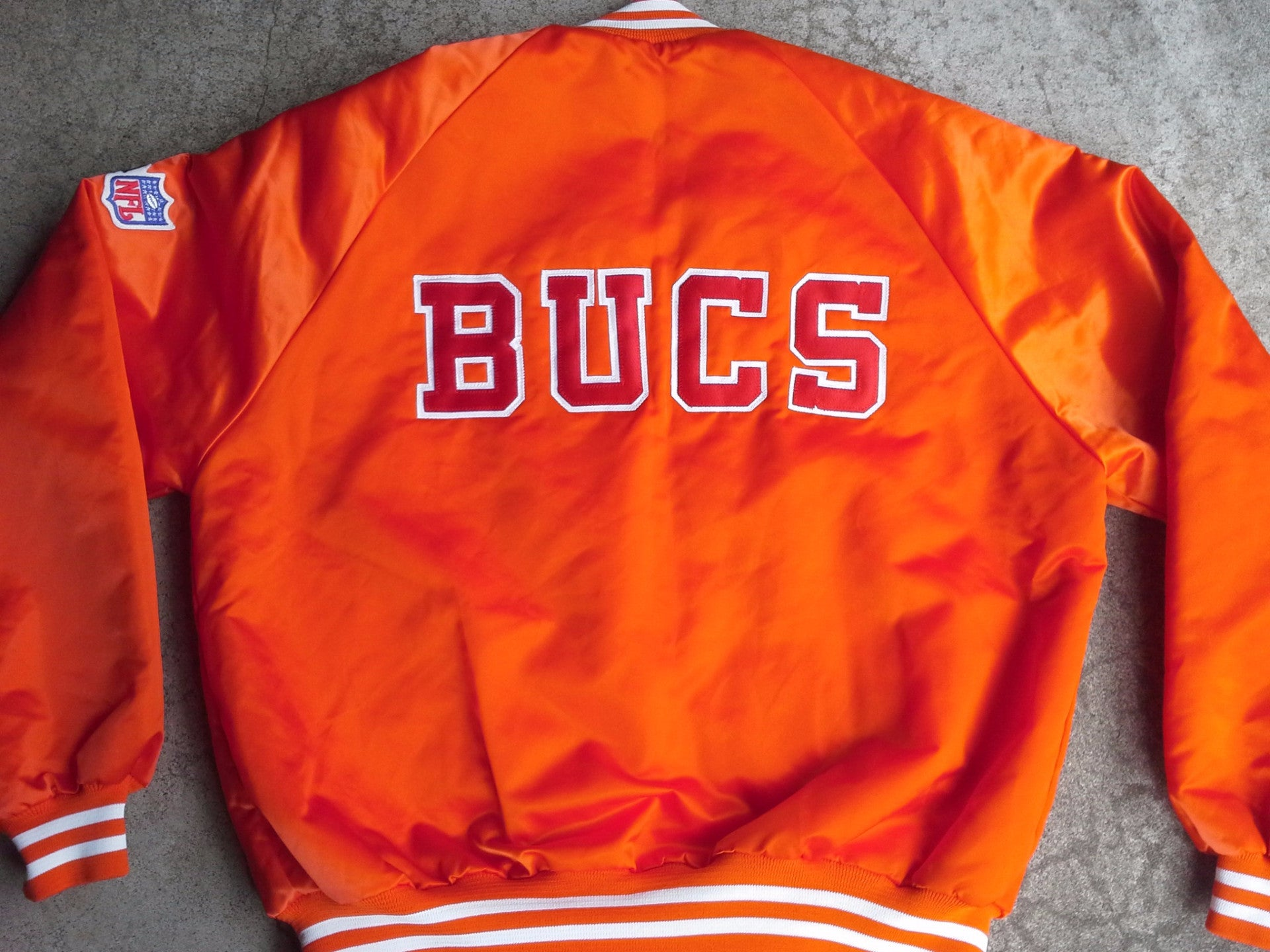 quality design e7d45 28706 Vintage MINT Tampa Bay Buccaneers satin jacket by Chalk Line - L