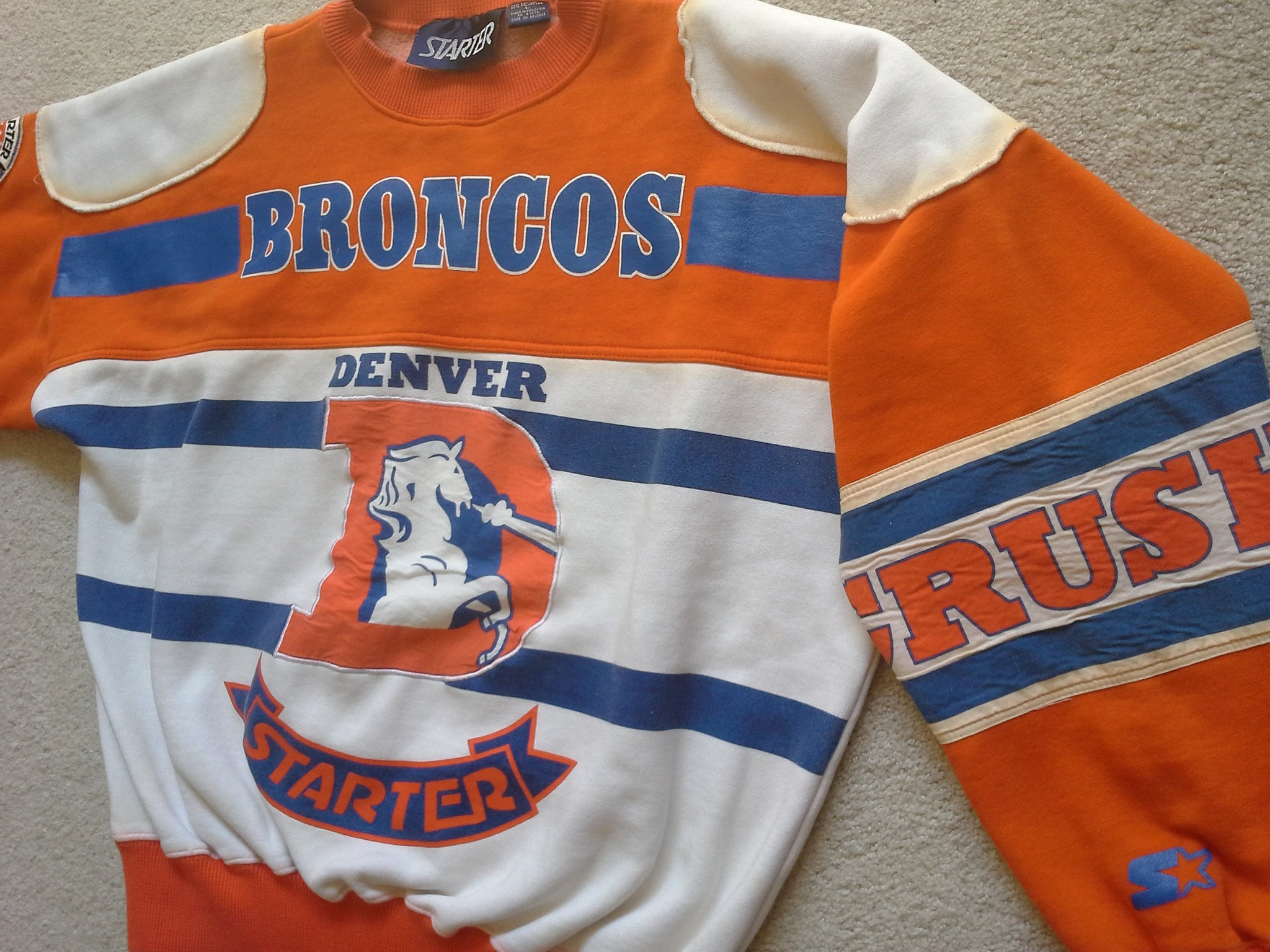 cheaper 271a0 a376a Vintage RARE Denver Broncos 80s graphic sweatshirt by Starter - L
