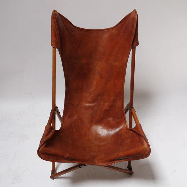 Foldable leather chair in the style of Joseph Beverly Fendy