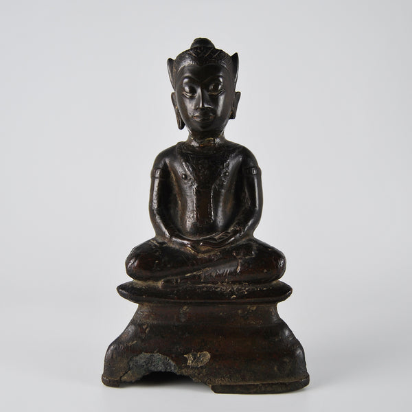 Seating bronze Buddha in dhyasana pose.