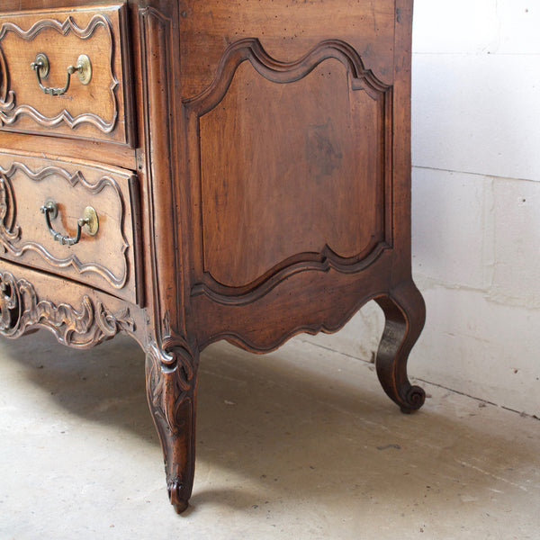 Early 18th Century Louis XV Commode from Nimes