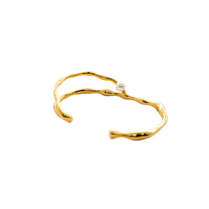 FLOW Gold Irregular Bangle with Small Pearl