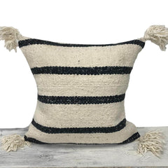Berber cushion cover with pom poms 50 x 50 cm