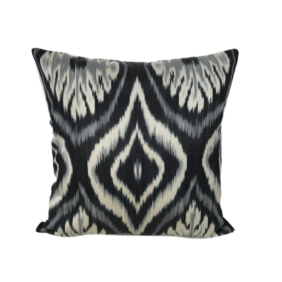 IKAT cushion cover - Black flowers- 40 x 40 cm