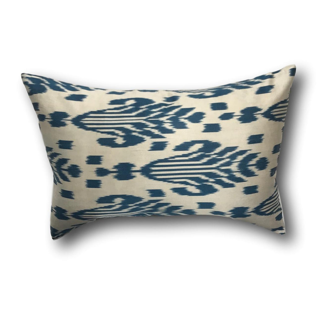 IKAT cushion cover - Blue and Beige - 40 x 60 cm