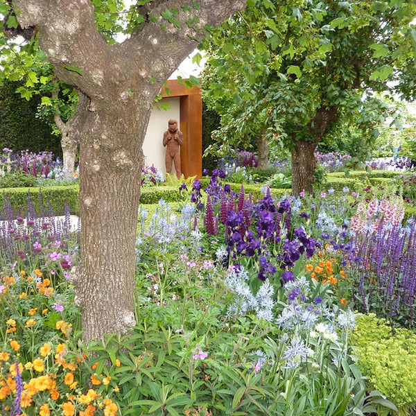 Show garden with statue at Chelsea Flower Show