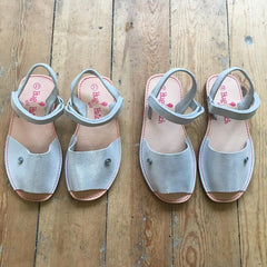 SILVER HUG AND HATCH SANDALS