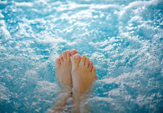 EVERYTHING YOU NEED TO KNOW ABOUT HOT TUB RASH