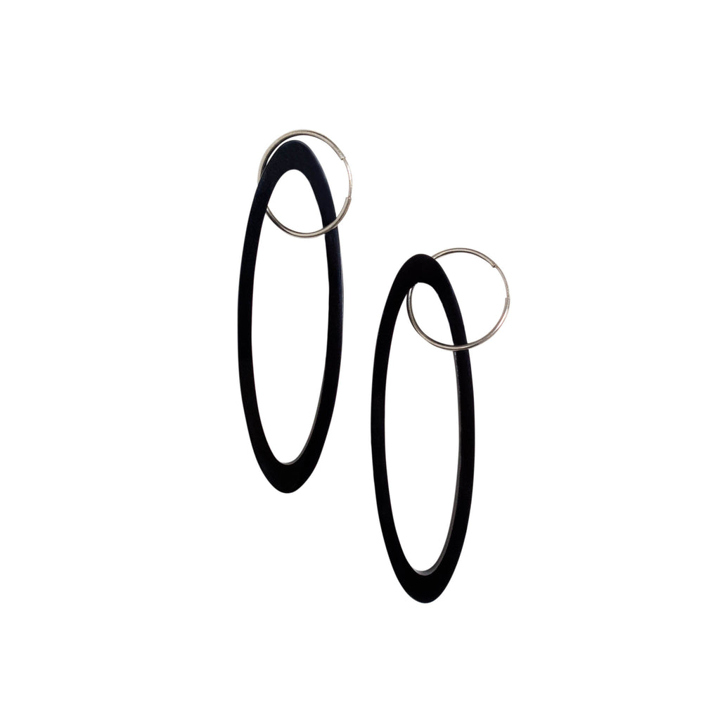 OE17 Oval Outline Earrings