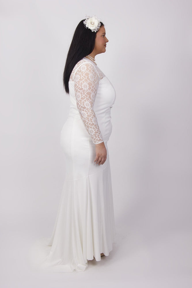 Scarlett & Jo Bridal Ivory / 12 Scalloped Lace Neck And Train Bridal Dress
